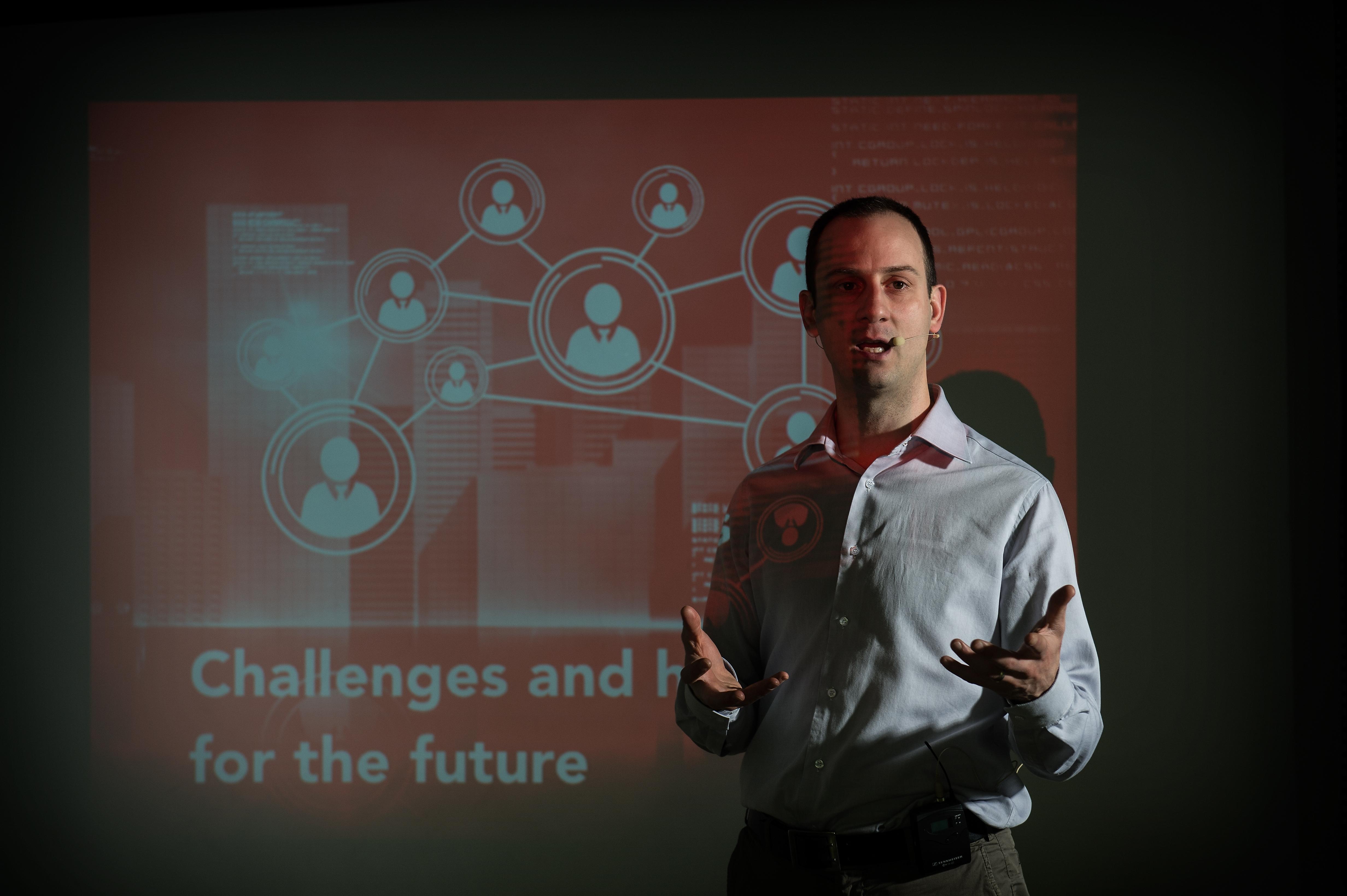 Lorenzo Paoli durante uno speech